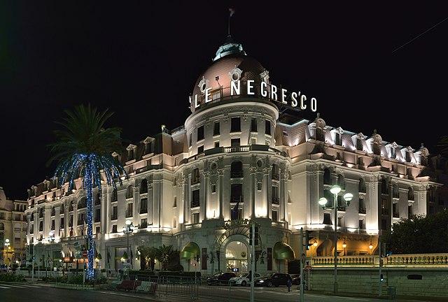Hotel Negresco à Nice de nuit.
