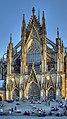 Nordfassade Kölner Dom mit Treppe vom Bahnhofsvorplatz (3956-58).jpg