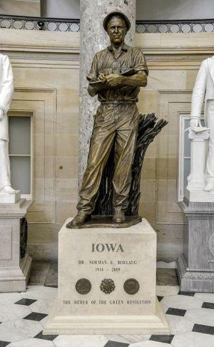 Norman Borlaug (Victor) - Image: Norman Borlaug Statue