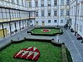 Olomouc, arcibiskupský palác, květinový erb.jpg