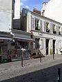 P1270085 Paris XVIII rue La-Vieuville maison rwk.jpg