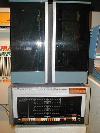 PDP-8 - A PDP-8 on display at the Smithsonian's National Museum of American History in Washington, D.C.. This example is from the first generation of PDP-8s, built with discrete transistors and later known as the Straight 8.