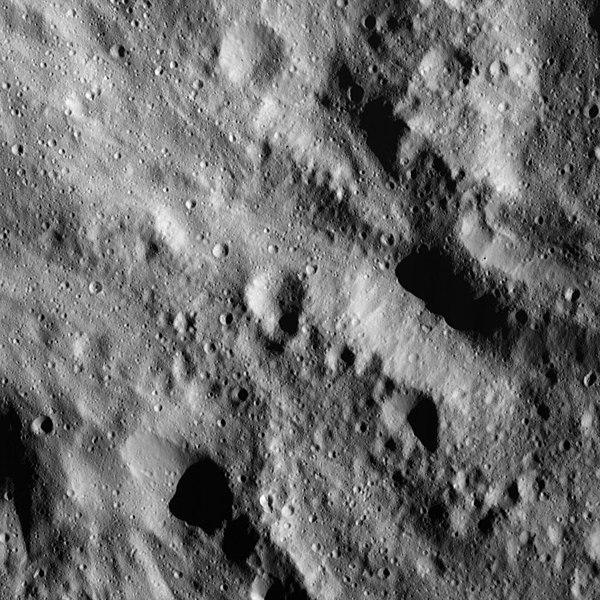 File:PIA22527-DwarfPlanetCeres-Dawn-20180609.jpg