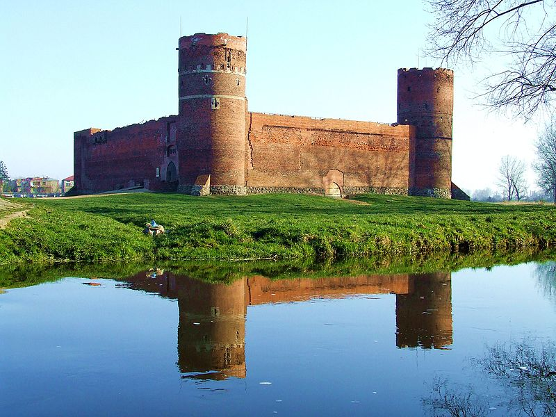 Zamek wiosną, z przodu Łydynia
