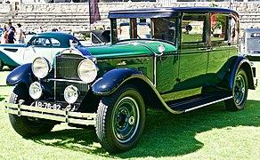 Packard 901 Sedan (1932).jpg