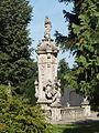 Paradyż, ogrody klasztorne. Rokokowa figura Marii Panny w otoczeniu świętych z 1755 r.jpg