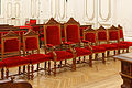 Paris, mairie du 10e arrdt, salle des mariages, chaises 02.jpg