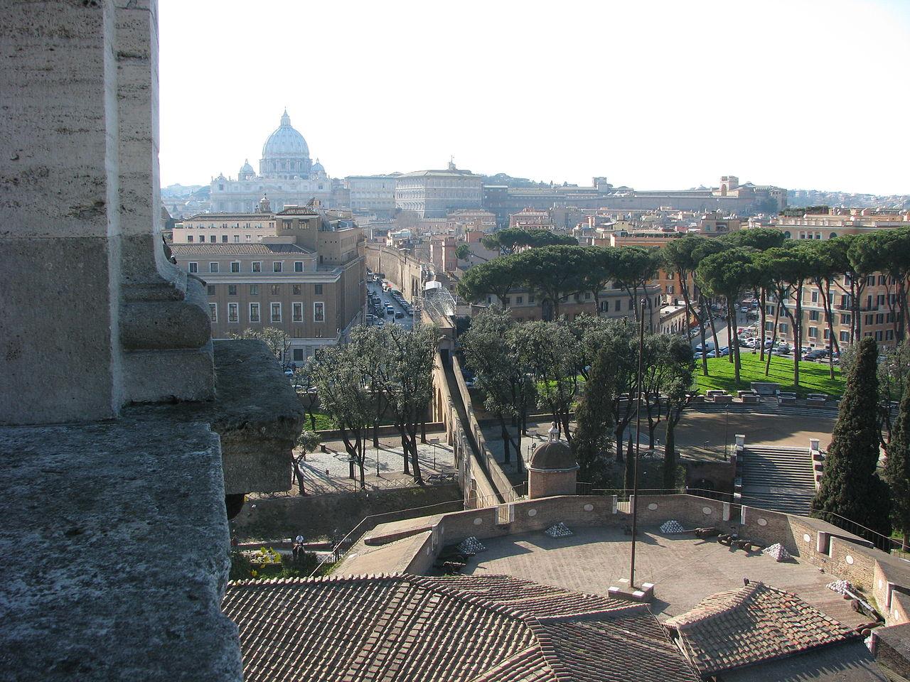 Passetto di Borgo from Castel Sant'Angelo 02.jpg