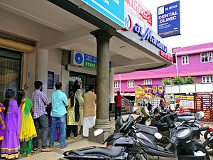 Reserve Bank of India: Working and Functions - Long queue in front of SBI ATM at Paravur near the city of Kollam in Kerala, 19th November 2016.