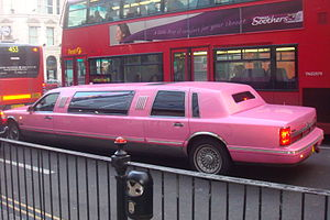 English: A pink limousine in London.