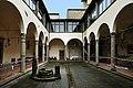 Pistoia, chiesa di San Pier Maggiore, chiostro 02.jpg