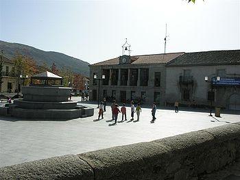 Ayuntamiento y Plaza de España.