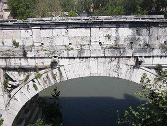 Ponte Rotto arch.jpg