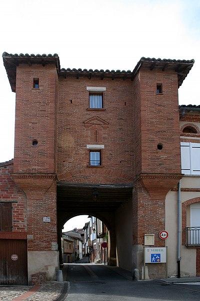 Porte Vauraise - Vue de l'extérieur du vieux village