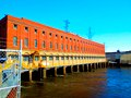 Prairie du Sac Dam Powerhouse up close - panoramio.jpg