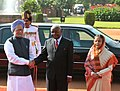 Pratibha Devisingh Patil and the Prime Minister, Dr. Manmohan Singh at the ceremonial reception of President of Mozambique, Mr. Armando Emilio Guebuza, at Rashtrapati Bhavan, in New Delhi on September 30, 2010 (1).jpg