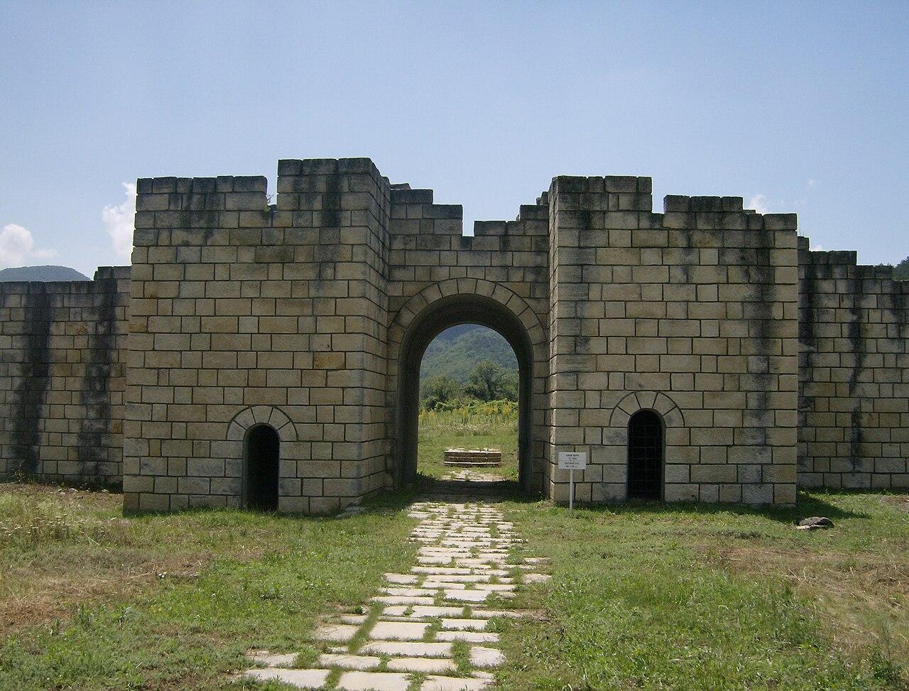 Bugarska - Page 2 1280px-Preslav_fortress_11