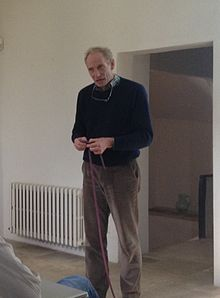 Prof Kim Nasmyth explains loop extrusion with climbing rope.jpg