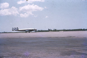 QANTAS Super Constellation in Darwin 1961.jpg