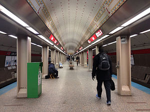Lake station (CTA) - Image: Red line station