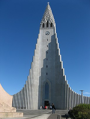 How to get to Hallgrímskirkja with public transit - About the place