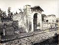 Rive, Roberto (18..-1889) - n. 443 - Sedile pubblico - Strada delle tombe - Pompei.jpg