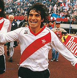 Roque Raúl Alfaro - 1986 Intercontinental Cup winners.jpg