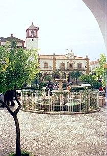 Rosal de la Frontera, Marktplatz, Kirche und Rathaus.jpg