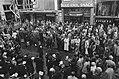 Ruud Krol in zijn nieuwe snackbar, Regulierbreestraat overzicht van mensenmenig, Bestanddeelnr 927-4765.jpg