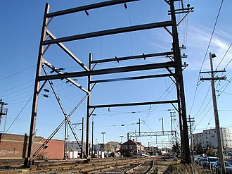 SEPTA's 25 Hz traction power system - Image: SEPTA Lansdale wire anchor