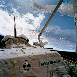 STS-57 - Image: STS057 89 042