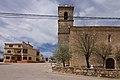 Saelices, iglesia San Pedro Apóstol y Ayuntamiento.jpg