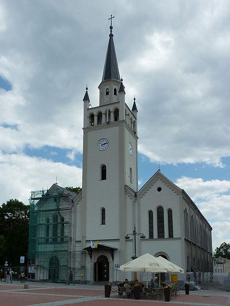 Plik:Saints Catherine and John the Baptist church in Bytów.jpg