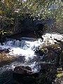 Salto de agua, Sendero de los Reales Sitios, San Ildefonso, Segovia, España, 2014.jpg