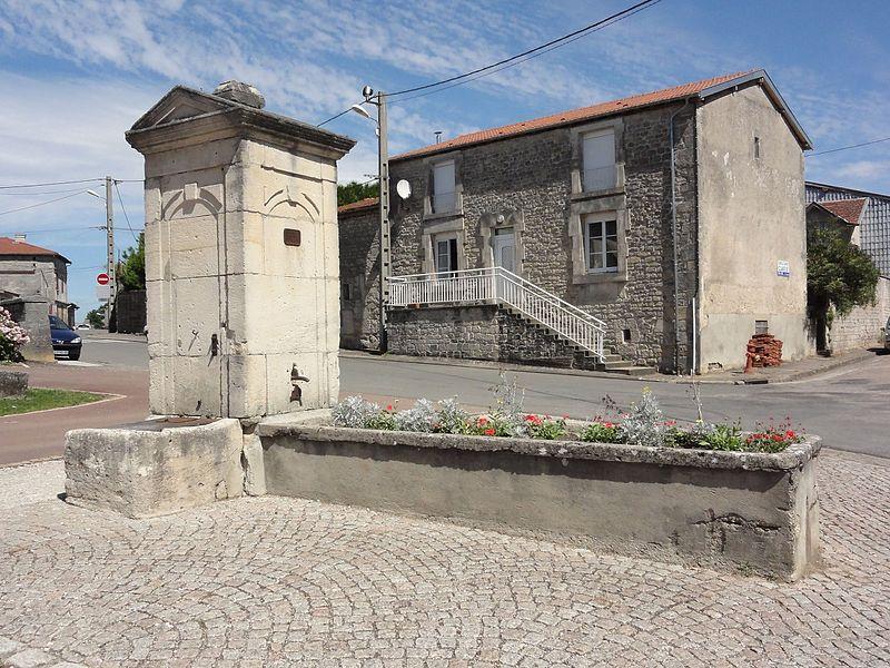 Savonnières-en-Perthois (Meuse) pompe-fontaine A