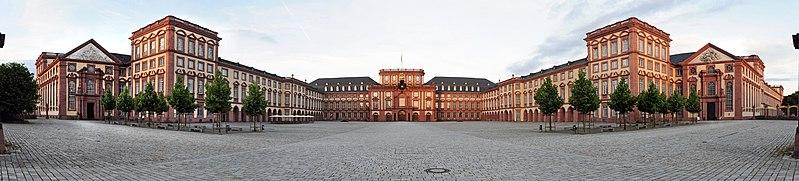 File:SchlossMannheim-Pano-130616.jpg