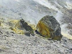 Schwefel am Gipfel des Vulcano