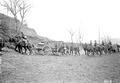 Schwerarbeit der Pferde beim Anstieg mit den Geschützen - CH-BAR - 3239290.tif