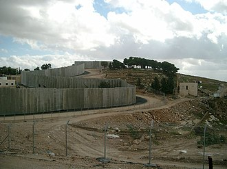 Israel and the apartheid analogy - Image: Security Fence and settlement