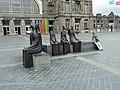 Skulptur auf dem Bahnhofsplatz Oostende - panoramio.jpg