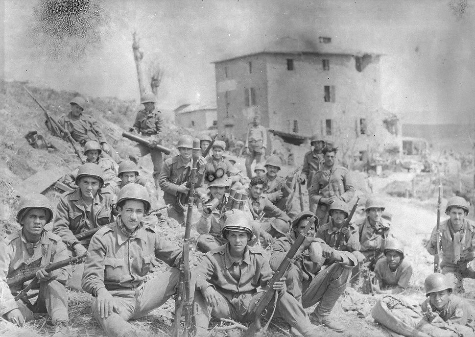 Soldados da Força Expedicionária Brasileira na Itália durante a II Guerra Mundial