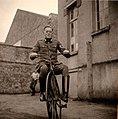 Soldat auf Fahrrad 1940.jpg