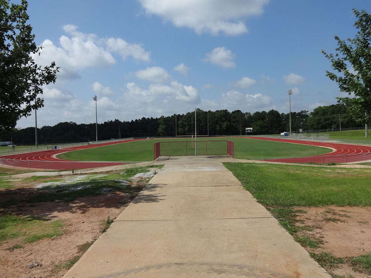 1280px-Spalding_High_School_track
