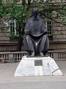 Споменик Николи Тесли испред Електротехничког факултета у Београду