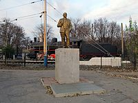 Statue of Lenin near the Melitopol Station (Zaporizhia Oblast, Ukraine).JPG