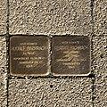 Stolperstein für die ehemaligen Bewohner des Hauses Postkamp 18 in Hannover.jpg
