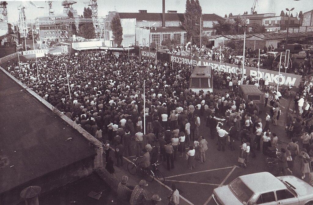 1024px-Strajk_w_stoczni_szczecinskiej_1980.jpg