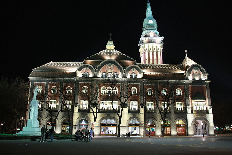 File:Subotica townhall at night.jpg