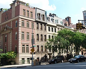 York Avenue / Sutton Place - Townhouses line the east side of Sutton Place between 58th and 57th Streets