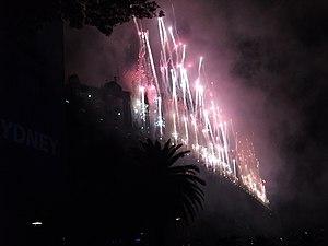Sydney New Year's Eve 2009–10 - Image: Sydney NYE09 10 3